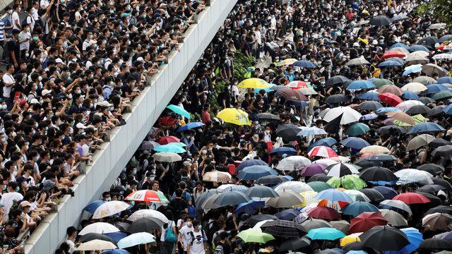Това е вторият многохиляден протест срещу законопроекта
