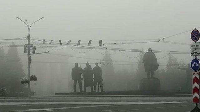 """Огнен пръстен е обхванал Арктика - хиляди пожари безпрецедентно горят в Сибир, Северна Европа, Гренландия, Аляска... Огнищата се виждат от Космоса, а димът от тях се разпростира на стотици километри. В 5 области в Сибир вече е обявено извънредно положение заради над 500 огнища и замърсяването на въздуха, а преди няколко дни ветровете прехвърлиха дима през Урал на запад и според """"Грийнпийс"""" може да достигне Москва. В канадската провинция Албърта само един от пожарите бе достигнал площ колкото Люксембург. Според Световната метеорологична организация (WMO) арктическите пожари от юни са изхвърлили в атмосферата 50 мегатона въглероден диоксид - толкова, колкото създава Швеция за цяла година, и повече, отколкото сборния резултат от всички месеци юни между 2010 и 2018 г."""
