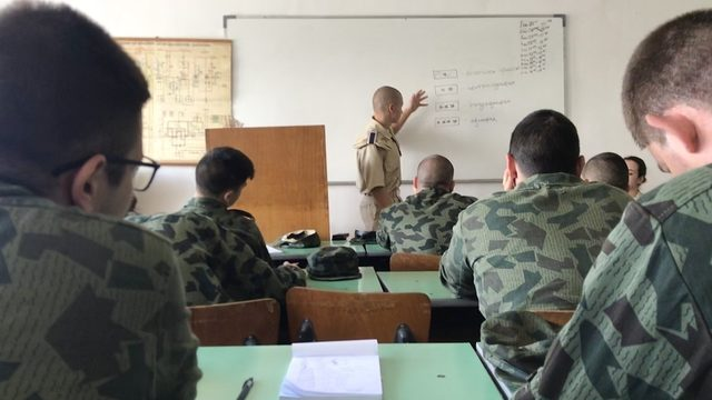 По време на курса най-позитивно впечатление оставят курсантите от Военноморското училище, които влизат в ролята на младши командири на взводовете