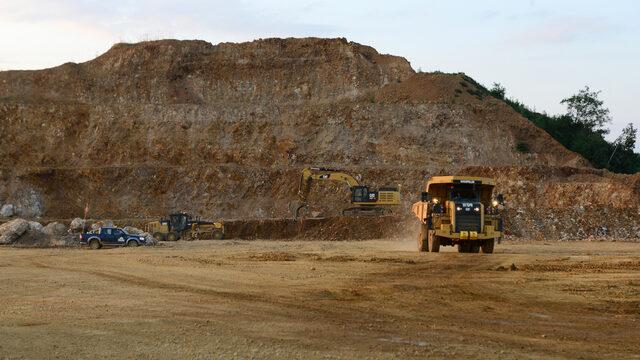 За разлика от проекта в Челопеч, мината в Крумовград е открита. Добивът на руда там започна в средата на миналата година.