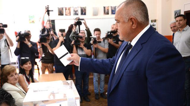 На фона на уж добрите резултати на ГЕРБ в изборната нощ Бойко Борисов не демонстрира много добро настроение пред журналистите