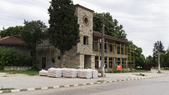 """Бившата сграда на пощата, която вече е собственост на фирмата """"Си-Гранд"""". Неин собственик е съпругата на кмета на Пазарджик Силвия Попова, която е и съдружник в """"Исторически парк"""" и """"Тогедър"""","""