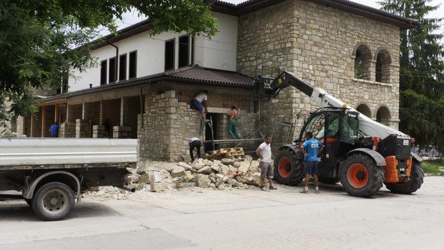 """Третият голям активен строеж в селото. Жителите на Неофит Рилски не успяха да отговорят на запитванията на """"Капитал"""" в какво трябва да се превърне сградата"""