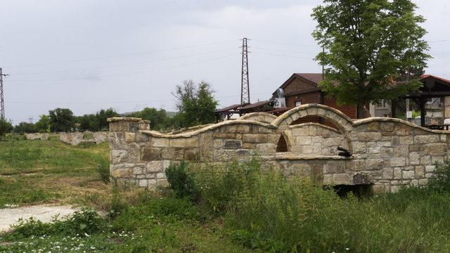 Неофит Рилски вече е свързан с няколко на брой моста, финансирани от Ивелин Михайлов. Всички строежи в селото са с подобен старомоден дизайн