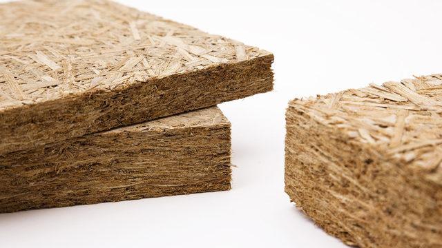 """Строителните плоскости от папур, слепен с магнезит, са развити през последните над 20 години от германския архитект Вернер Тойеркорн заедно с германския институт """"Фраунхофер"""". Те са носещи, изолиращи, дишащи и екологични."""