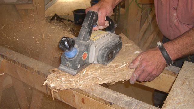 Монтирането на плоскостите става бързо и лесно със стандартни инструменти и не изисква квалифициран труд.