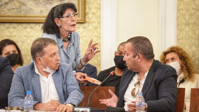 Опитите за дискредитиране на Илчовски (вдясно) стигнаха дотам да бъде обявен за наркоман и да му бъде даден тест за наркотици от репортера на ПИК Ива Николова