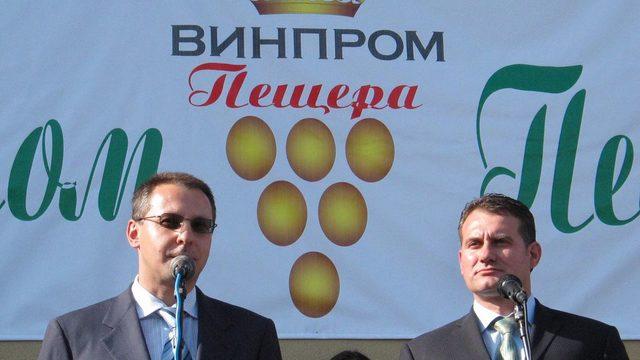 "2005: Премиерът Станишев открива нов завод за ""Пещерска"""