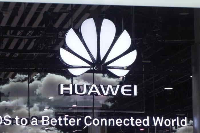 Великобритания смята, че заплахата от Huawei за 5G мрежите може да се тушира