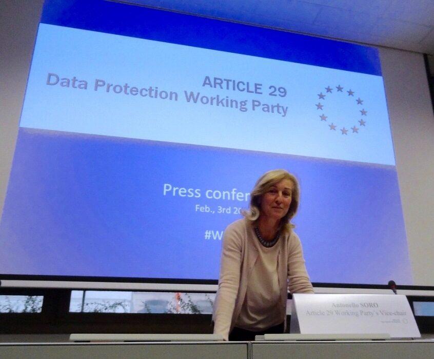 ЕС иска от WhatsApp и Yahoo отговори за данните на техни потребители