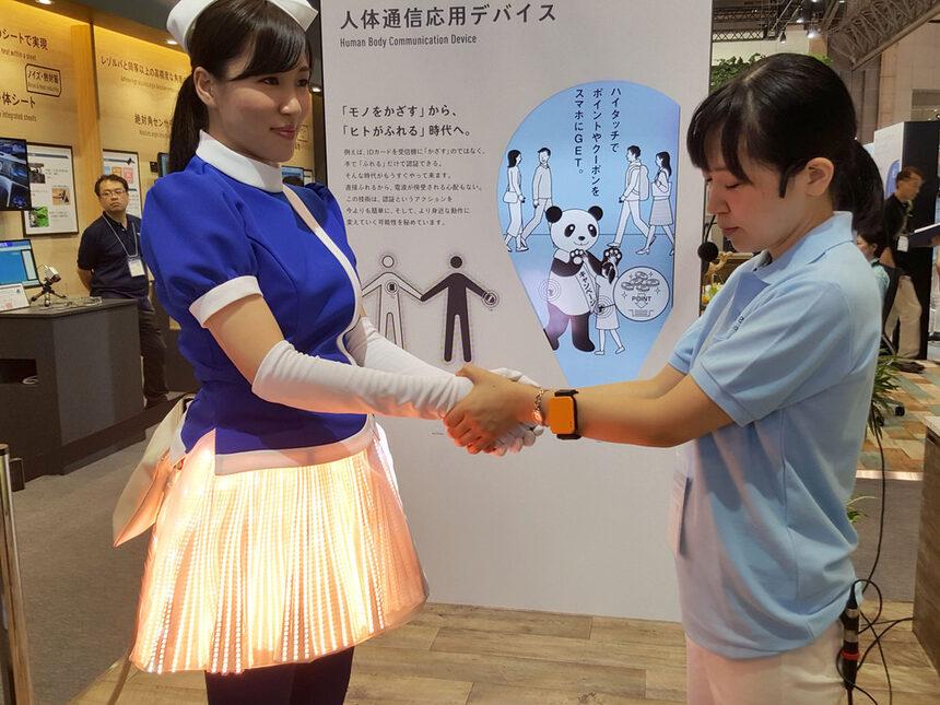 Panasonic: Скоро ще обменяме данни само чрез ръкостискане