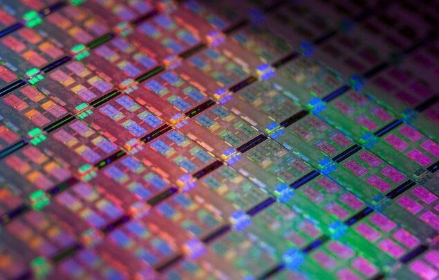 Intel компенсира спада на PC пазара с продукти за центрове за данни