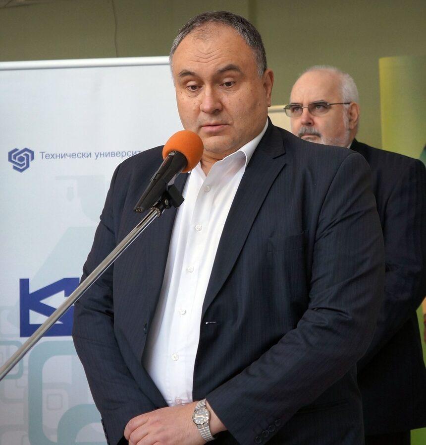 """43 фирми участваха на изложението """"Стажове"""" в ТУ-София"""