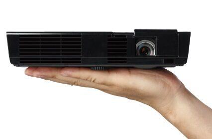 Иновативният LED проектор L50W на NEC вече се предлага у нас