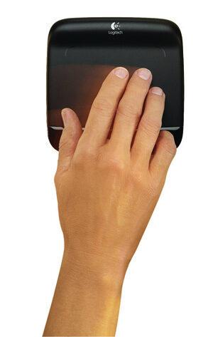 Logitech Wireless Touchpad улеснява сърфирането в Интернет