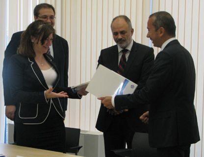 HP ще си сътрудничи с Агенцията по заетостта