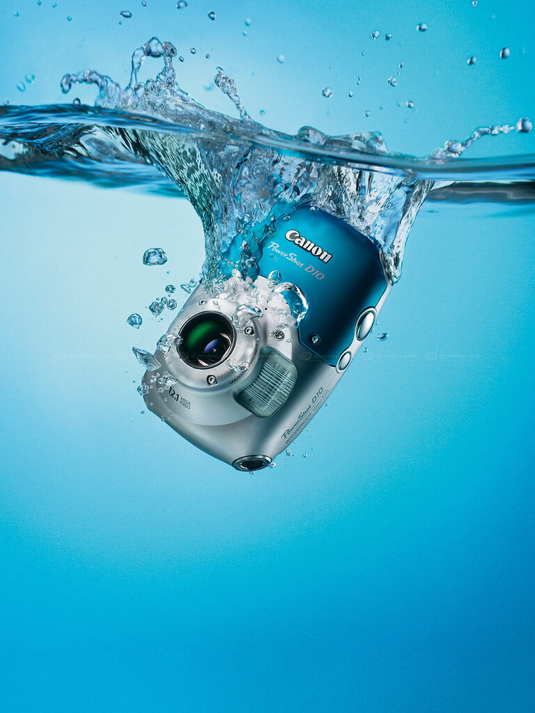 Canon пусна първия си водонепромокаем фотоапарат