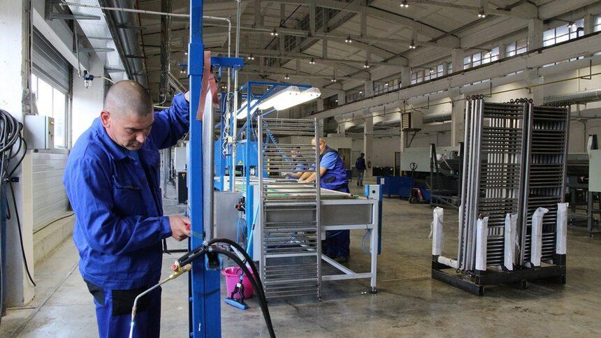 Компанията е произвела по-малко панелни, но повече тръбни радиатори