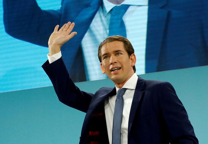 Австрийската народна партия на канцлера Себастиан Курц (на снимката) получи 37% от вота на парламентарните избори, но ще се нуждае от коалиционен партньор, за да контролира парламента.