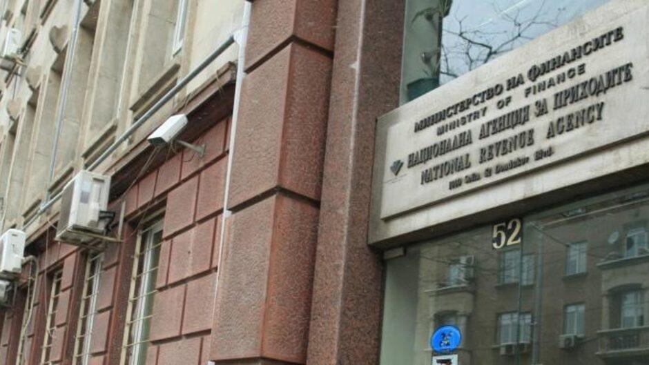 Личните данни на милиони българи в ръцете на хакери след пробив в НАП